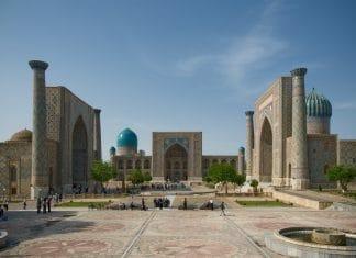 Blick auf den Registan Platz in Samarqand, Usbekistan