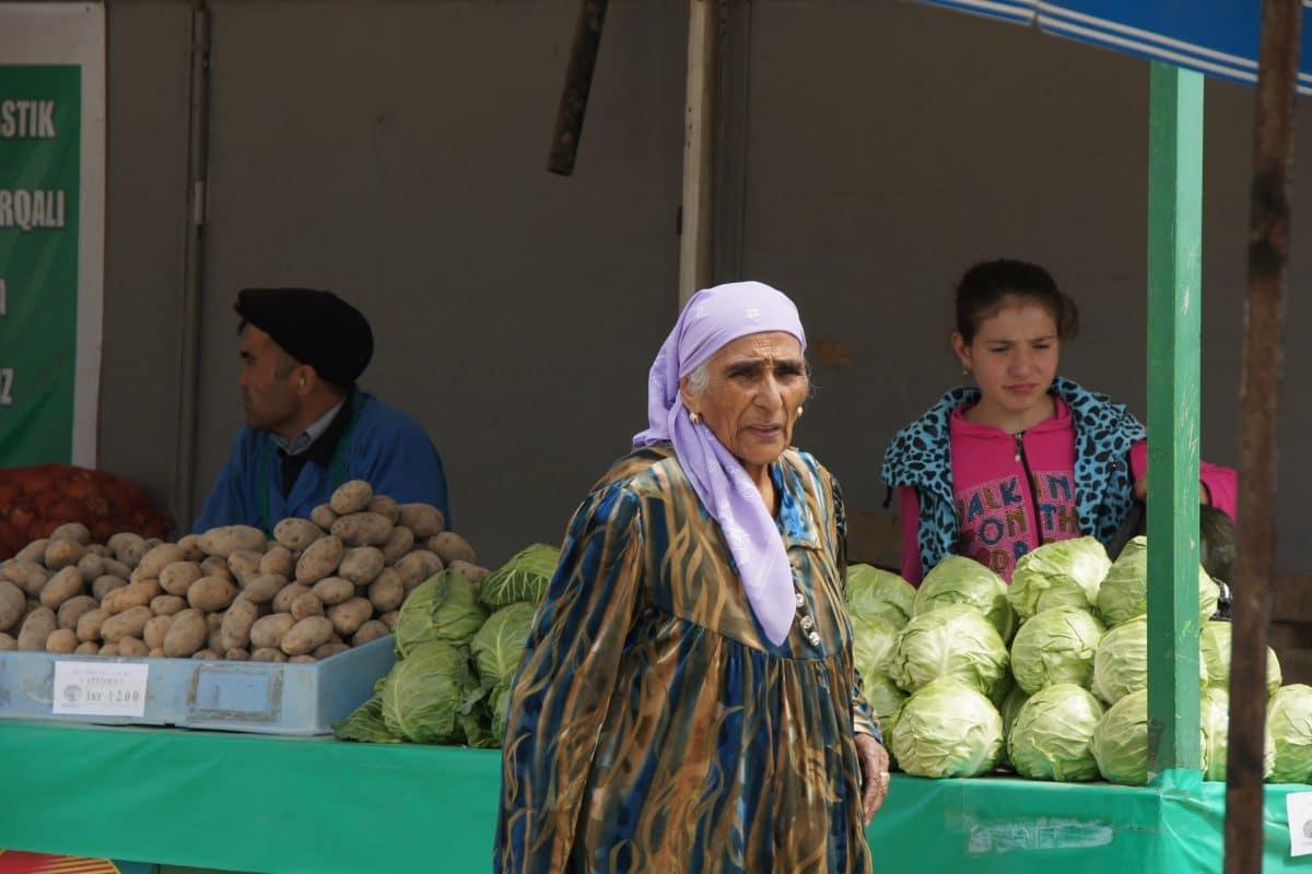 Gemüseverkäufer Bazar Buchara, Usbekistan