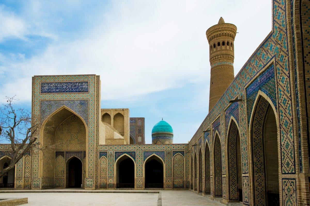 Innenhof Poi Kalon Moschee in Buchara, Usbekistan