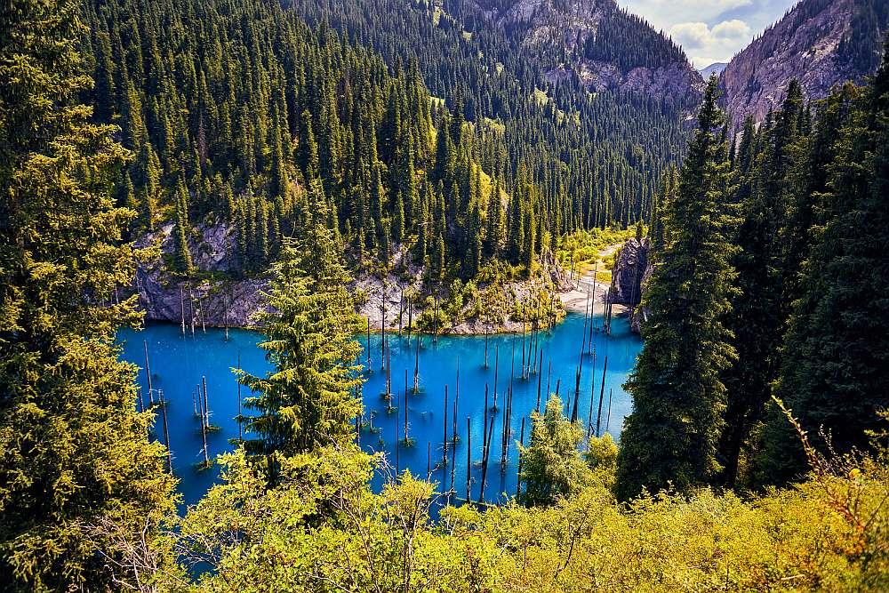 Kasachstan_Lake_Kaindy_Klueger_Reisen