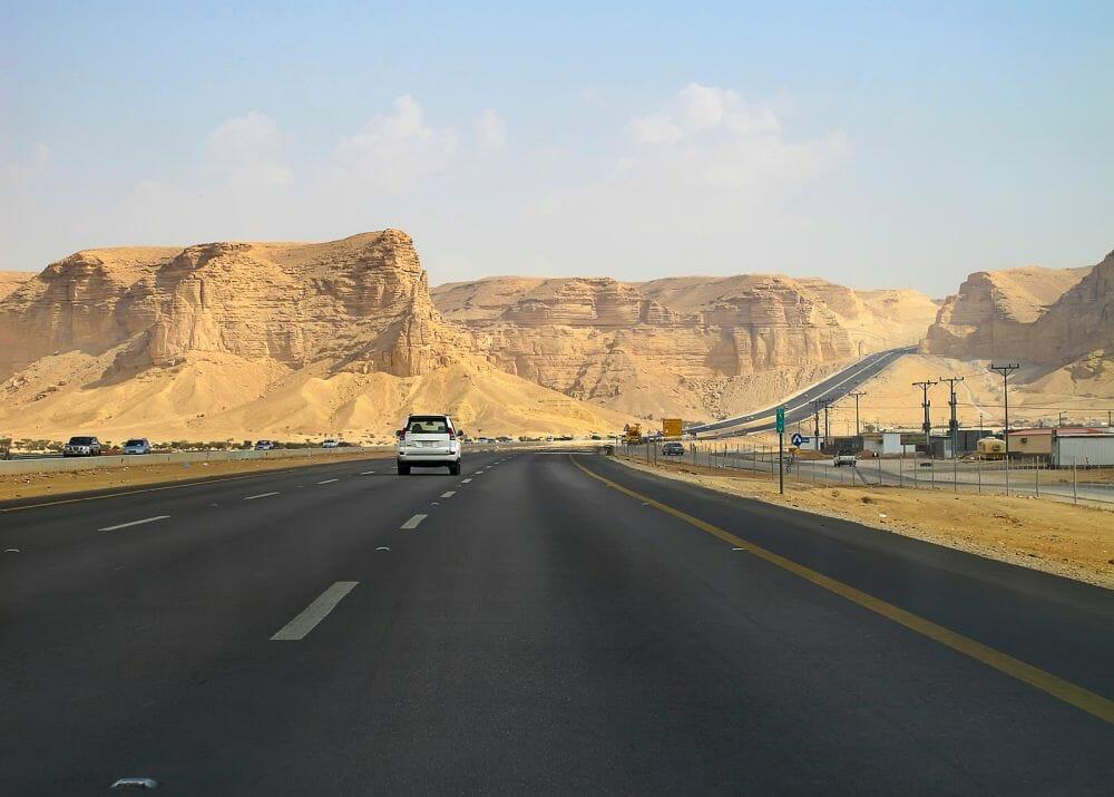 Highway_Saudi_Arabien_Klueger_Reisen